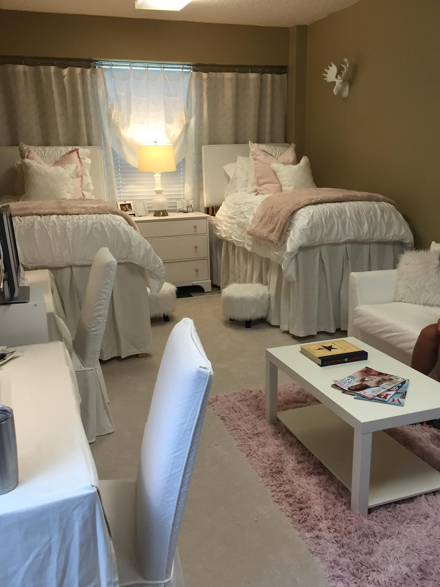 Sarah Designed This Dorm Room At Ole Miss With Whites And Added Elements Of  Color With Accent Pillows, Quilts And The Rug. Part 95