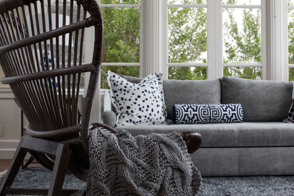 Master The Mix How To Style Decorative Throw Pillows On Couch