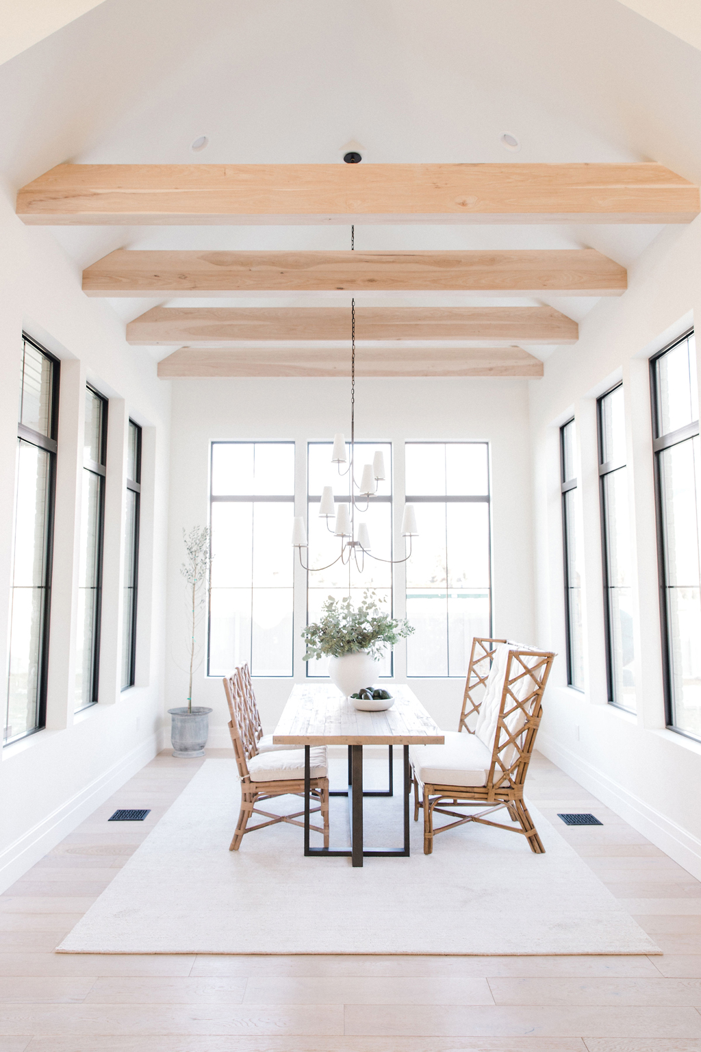 Modern Design Dining Room: Tips For Incorporating Organic Modern Design In The Home